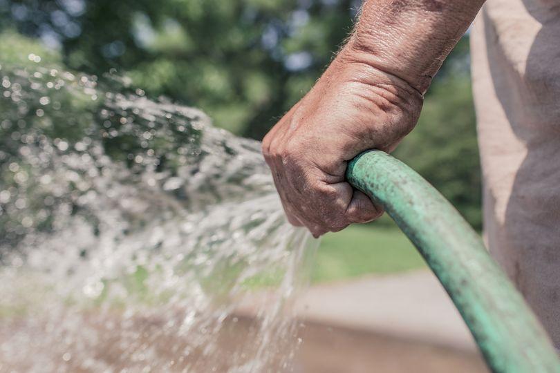 Días y horarios de riego y lavado de veredas en primavera-verano