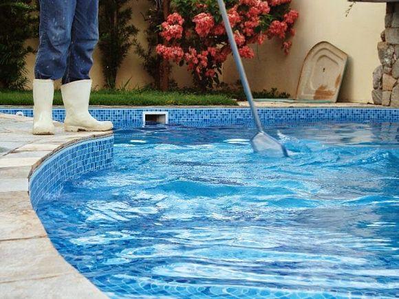 Curso de mantenimiento, limpieza y recuperación de piscinas en Villa Elisa