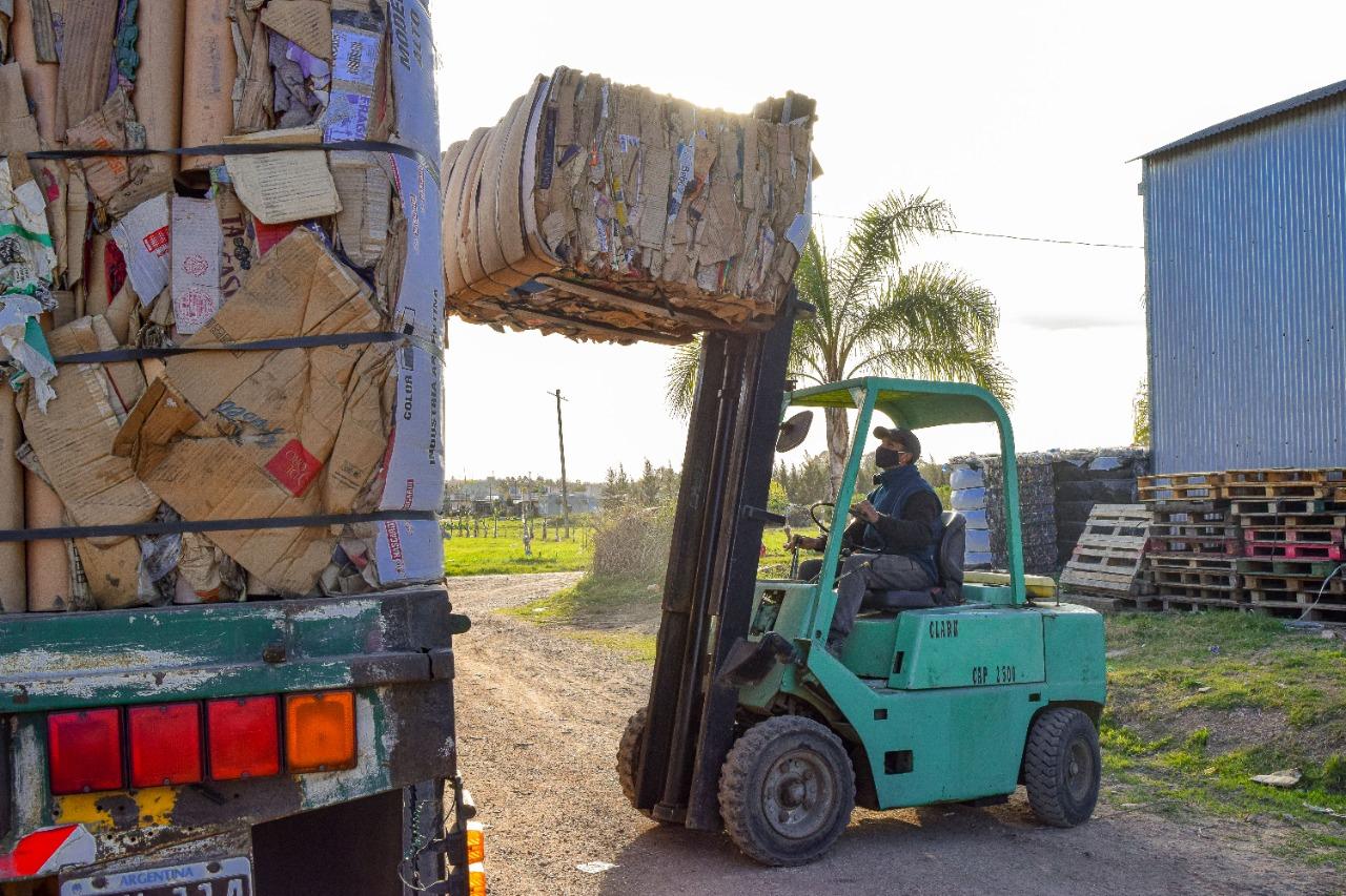Villa Elisa refuerza su compromiso ambiental con nuevas cargas y ventas de material reciclado