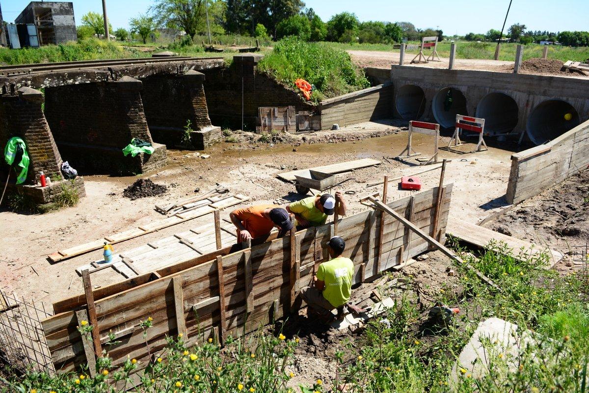 Últimos trabajos en la alcantarilla ubicada detrás del cementerio